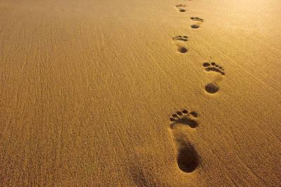 Kumsalda ayak izleri