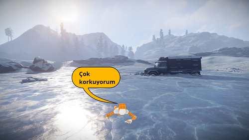 Enes, kardeşinden karın üstü uzanmasını istemektedir. Kübra Nur hemen denileni yapar ve karın üstü buza uzanır